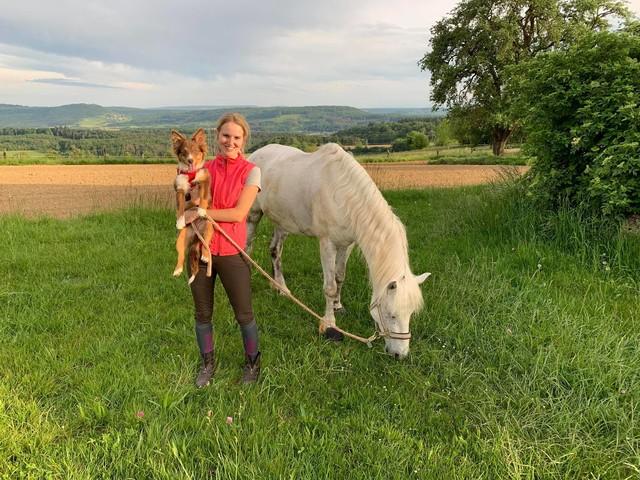 Anna mit Hund Sherry und Pferd Pegasus